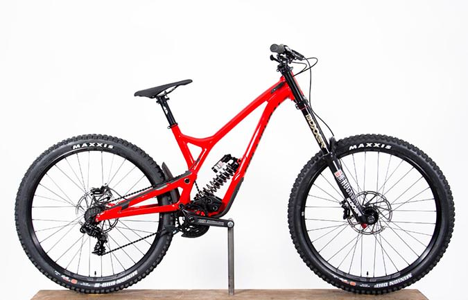 SUPREME DH V4.2 RACE ROCKSHOX 650B SHINY RED 2018 (M)