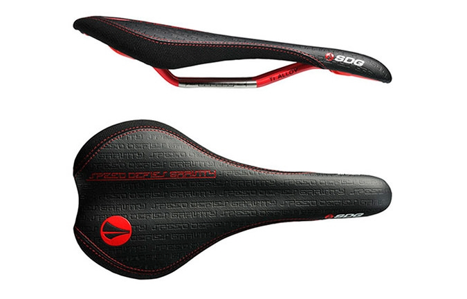 SDG CIRCUIT SADDLE TI-ALLOY BLACK RED