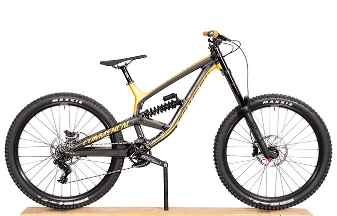 FURIOUS 650B GREY/GOLD 2018 (L)