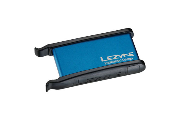 LEZYNE TIRE REPAIR KIT - ALU CASE, 2 TIRE LEVERS, 9 PATCHES BLUE