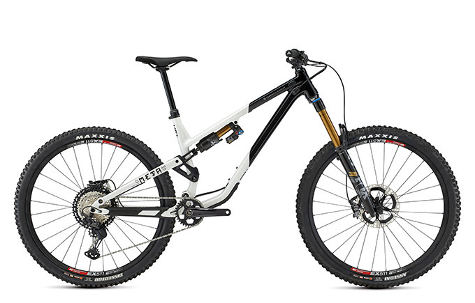 META AM 29 SIGNATURE BLACK / WHITE 2021